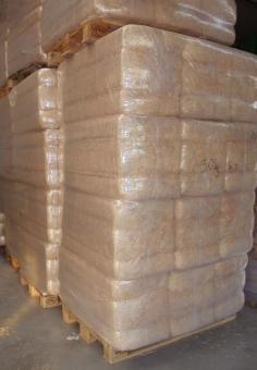 Euterwolle Palette mit 12 Ballen a 30 kg
